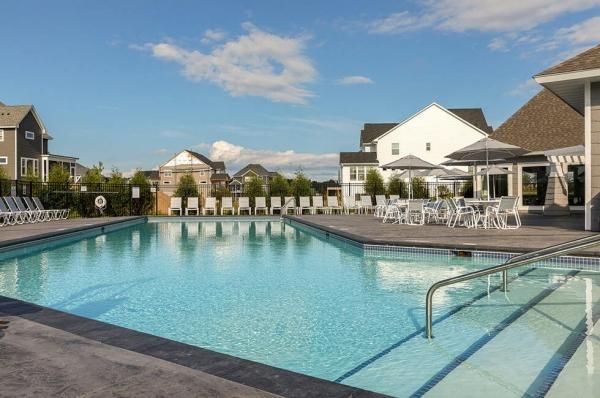Twenty One Oaks in Woodbury pool